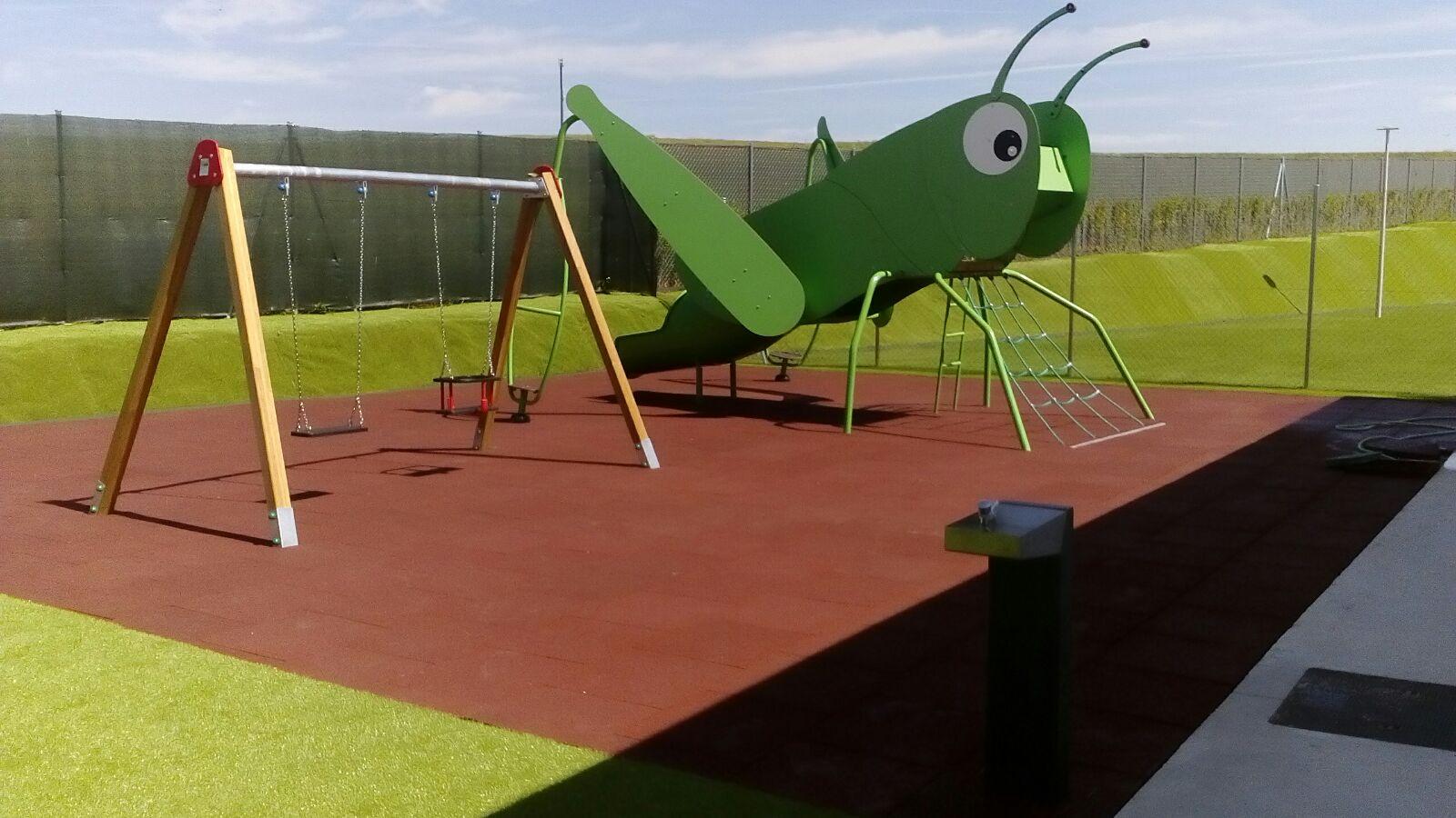 saltamontes parques infantiles